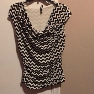 Polyester/Spandex top with black&white pattern